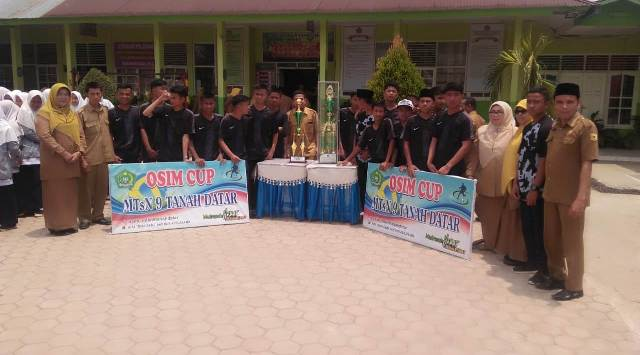 Juara I Sepak Bola OSIM Cup MTsN 9 Tanah Datar